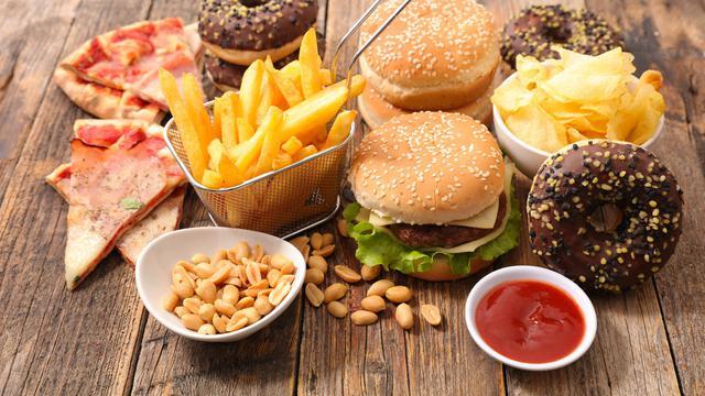 4 Jenis Makanan yang Sebaiknya Kita Hindari Selama Puasa 2